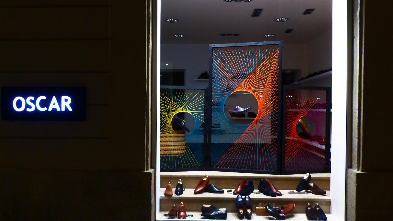 Design vitrine centrale laine coloré tissage