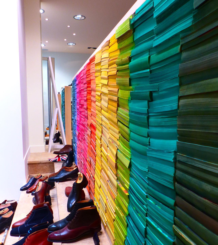 Design vitrine intérieure nuancier de livres colorés