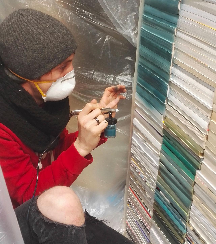 Dessous de la création de la vitrine au nuancier de livres colorés